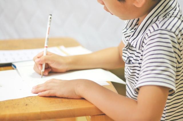 中学受験、家庭教師をつけるべき?指導方法や料金相場を事例で比較!