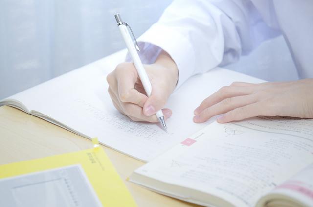 大学受験、家庭教師と塾はどっちがいい?料金相場や指導方法を徹底比較!